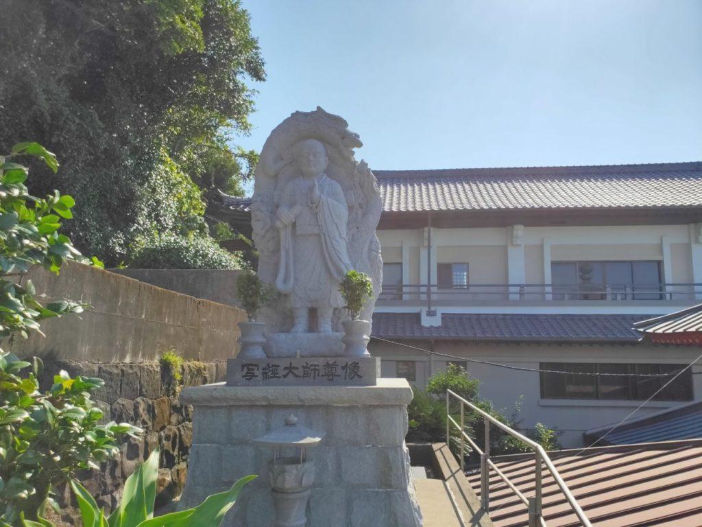 25番津照寺の写経大師像
