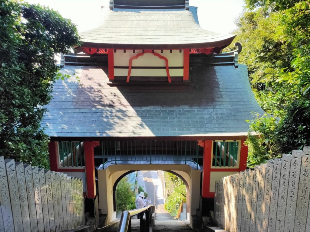 25番津照寺の鐘楼門