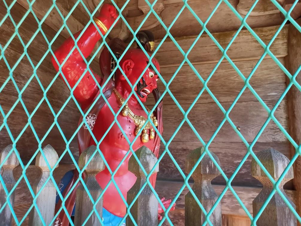 27番神峯寺の山門の仁王