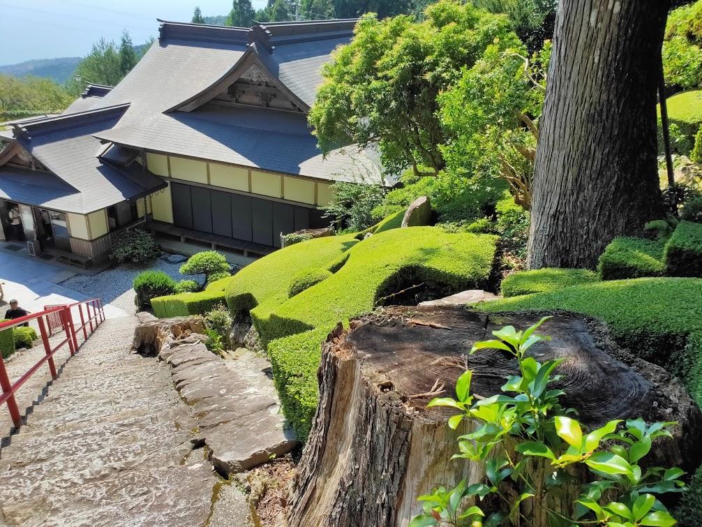 27番神峯寺の本堂へ向かう階段