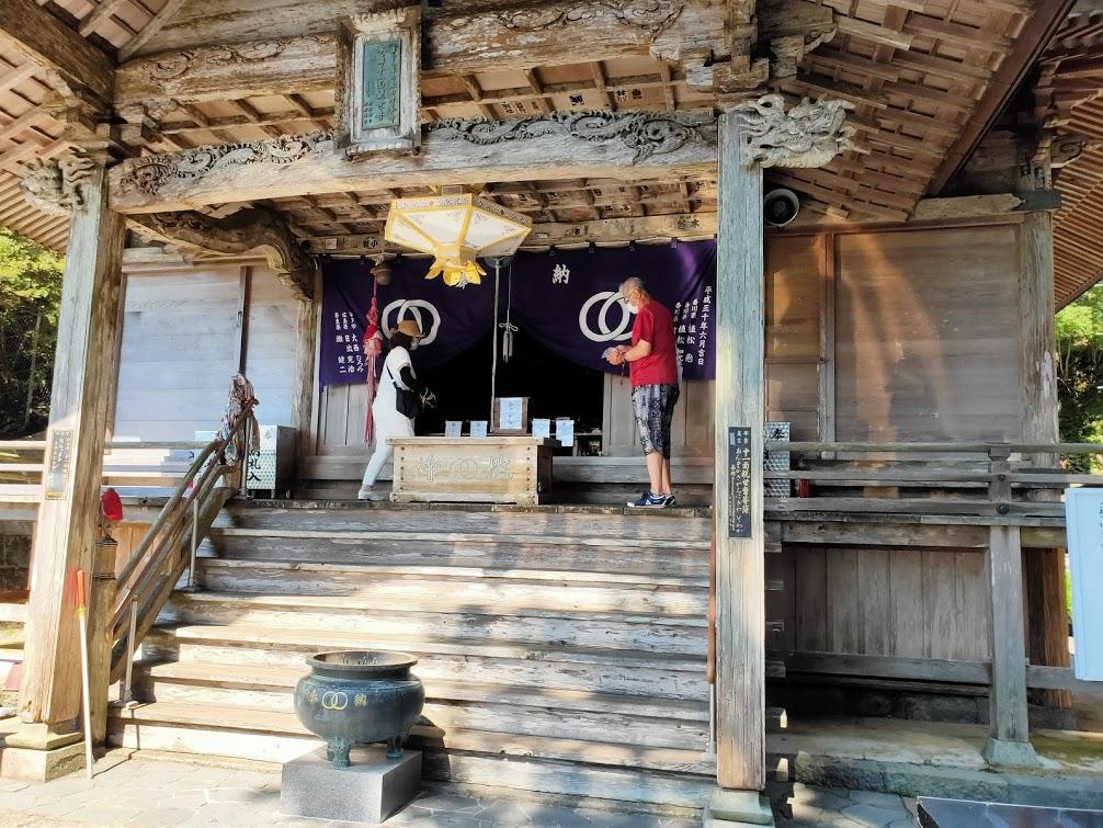 27番神峯寺の本堂