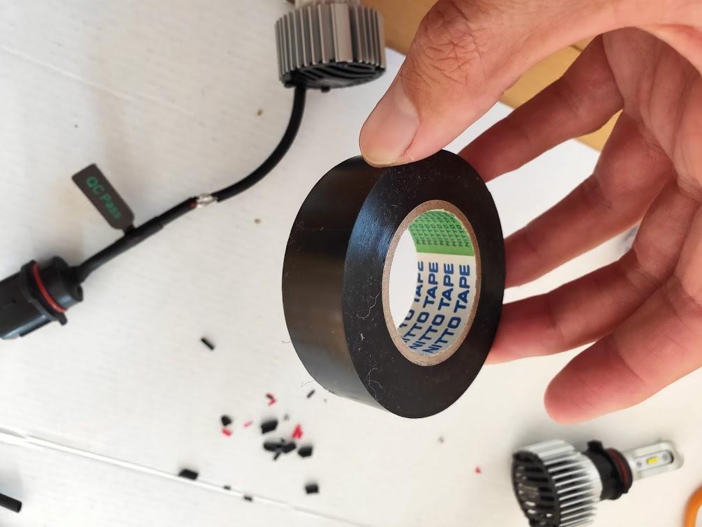 ハイエースフォグランプDIY修理のテープ