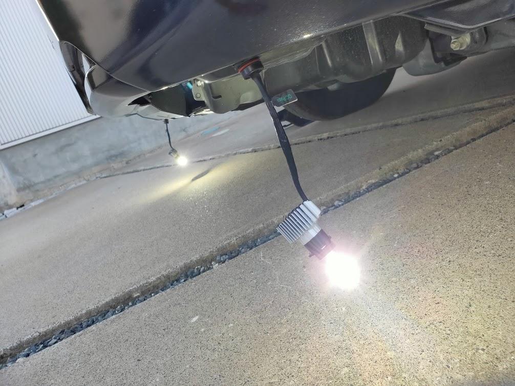ハイエースフォグランプDIY修理後車にセット点灯確認
