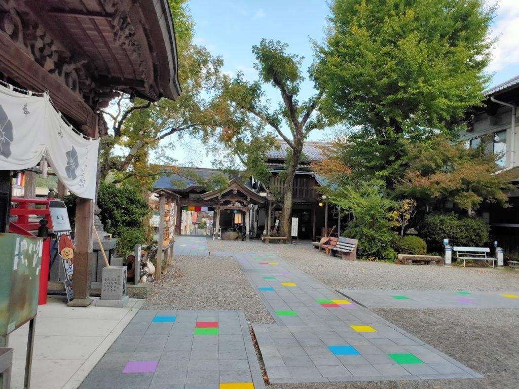 37番岩本寺の境内の道