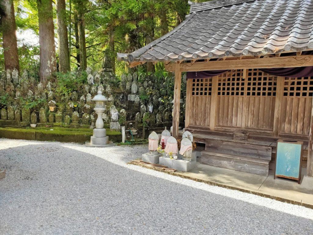 35番清瀧寺のたくさんの地蔵