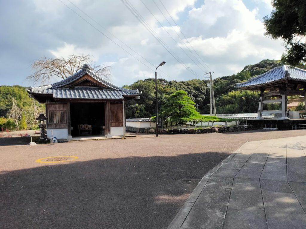 34番種間寺の境内