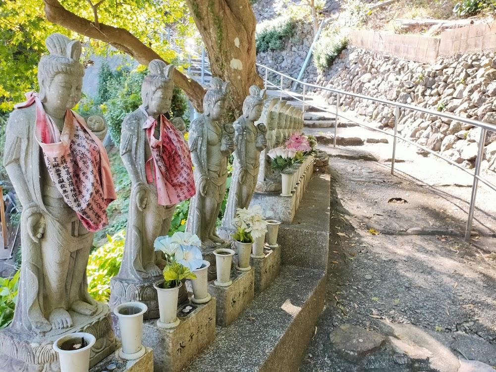 32番禅師峰寺の水子地蔵
