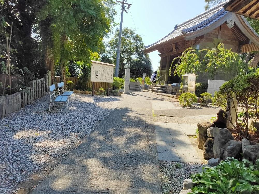 32番禅師峰寺の山門前