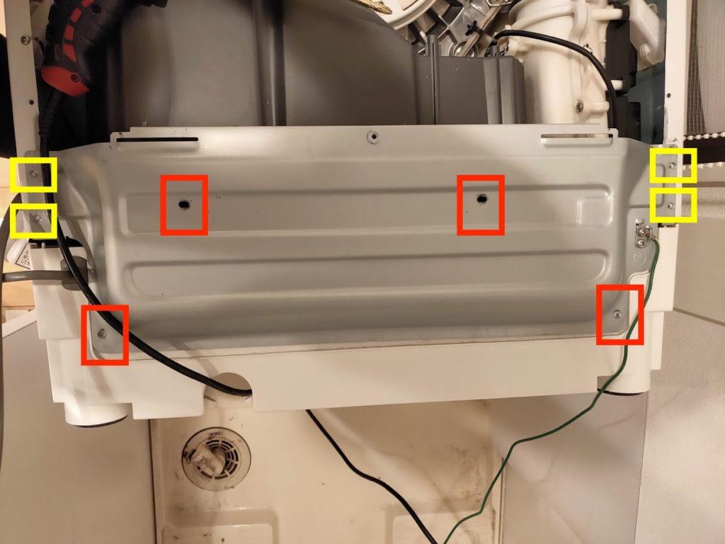 パナソニック洗濯乾燥機のバックパネル下部のネジ