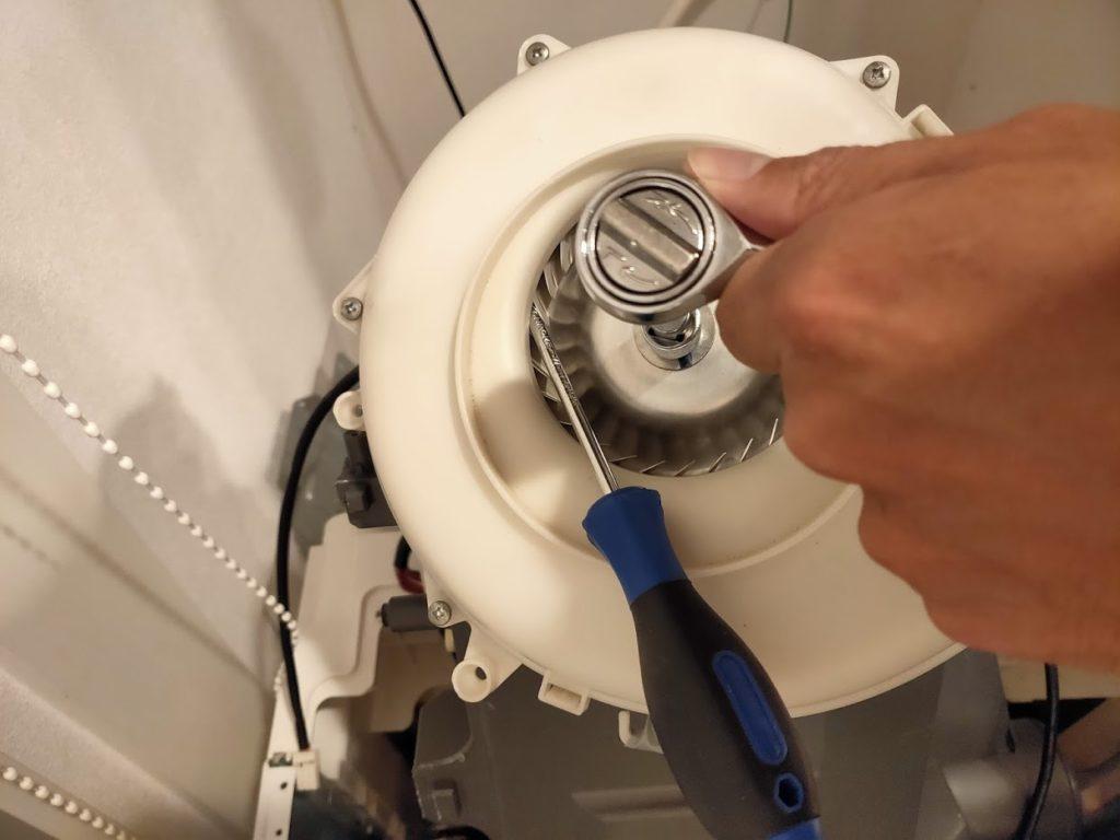 パナソニック洗濯乾燥機の歯車を外す