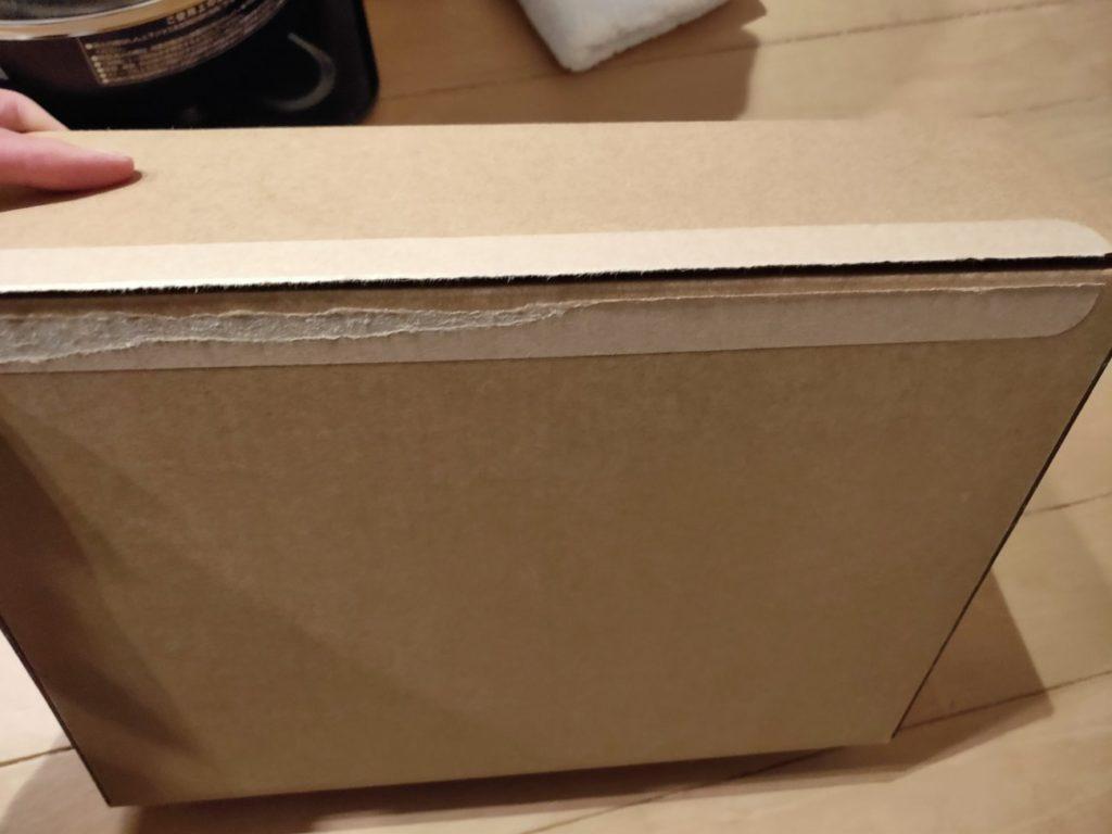 MacBookAirの配送箱
