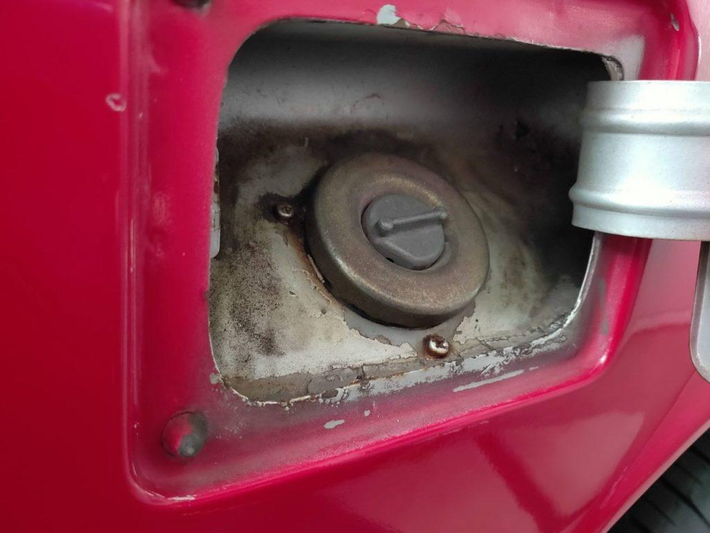 117クーペの燃料タンクを開けたところ