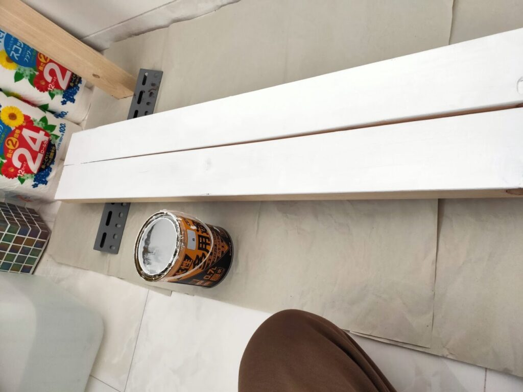 壁掛けテレビのDIYの木材塗装1