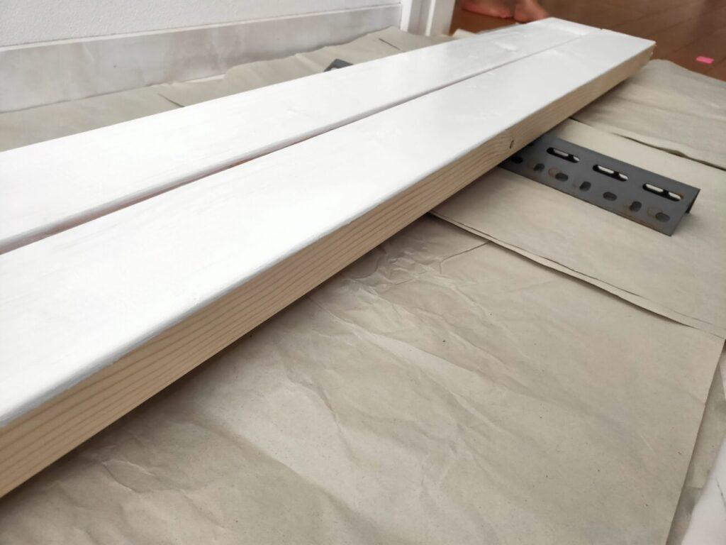 壁掛けテレビのDIYの木材塗装2