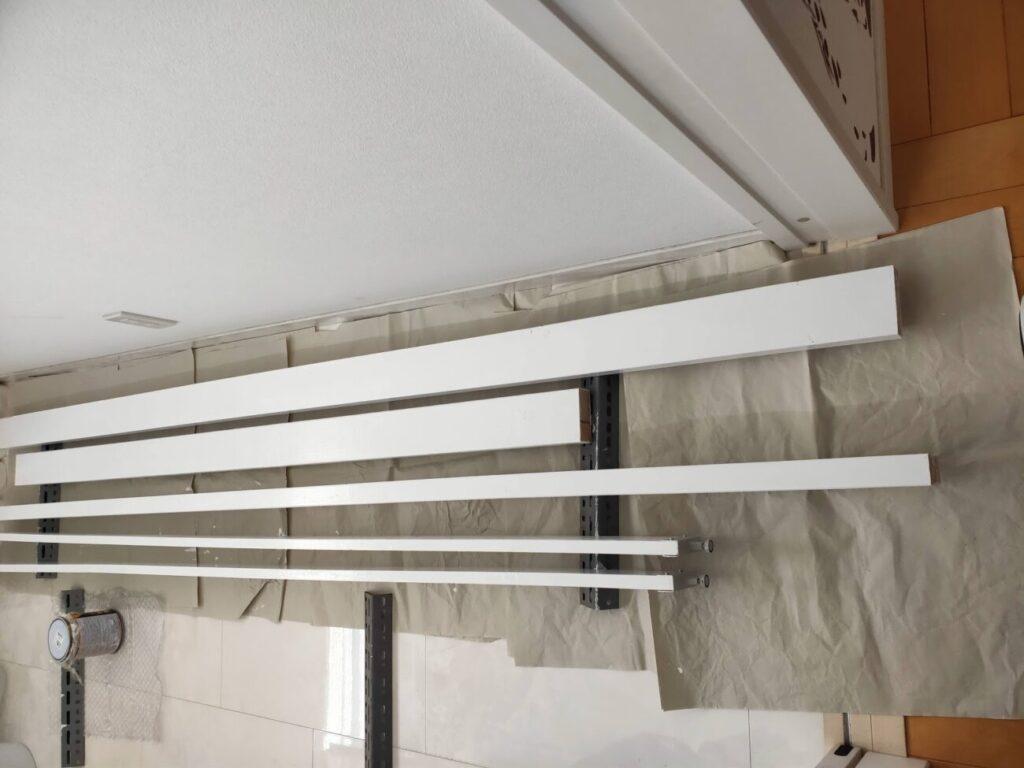 壁掛けテレビのDIYの木材塗装3