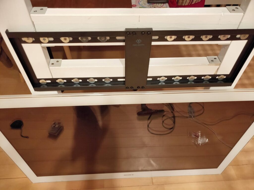 壁掛けテレビのDIYの木材に金具固定3