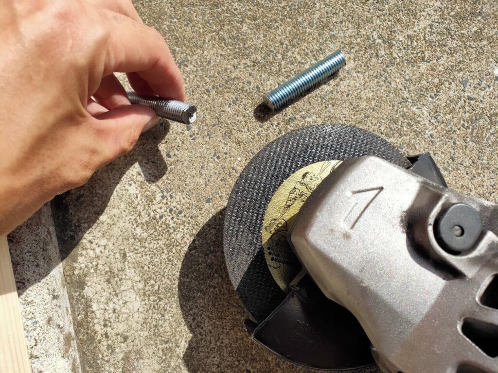 自転車ハンガーに使う金具の切断