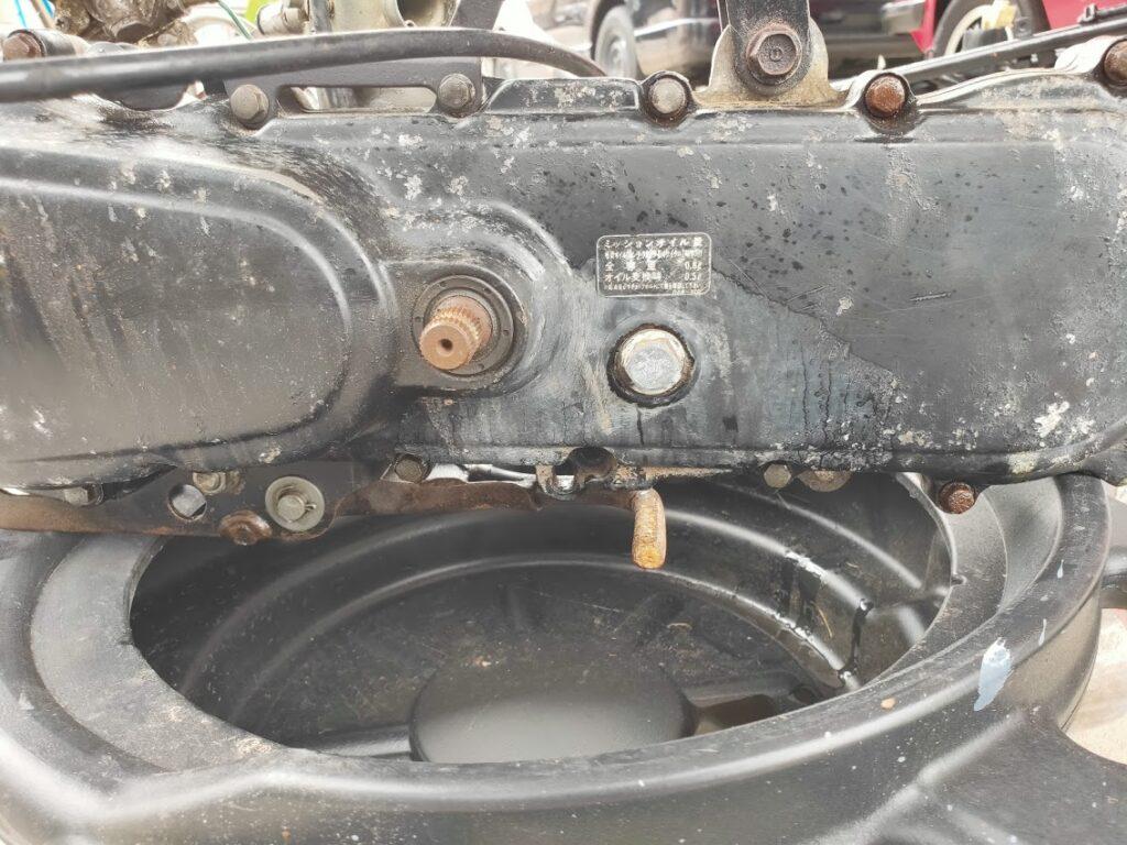 モトコンポのエンジンオイル抜くボルト