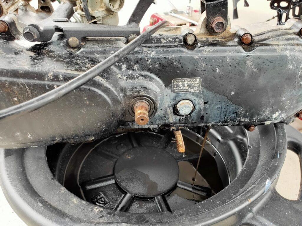 モトコンポのエンジンオイルを抜く