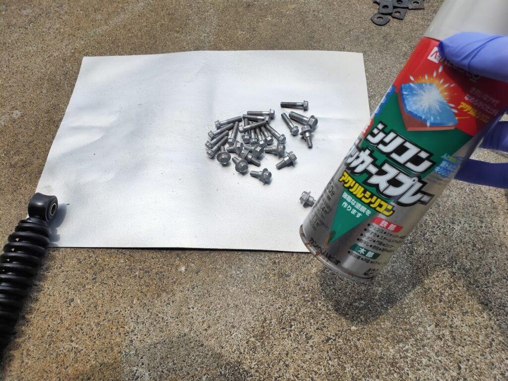 モトコンポのエンジンボルト塗装