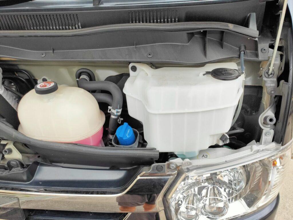 ハイエースのウォッシャー液タンク