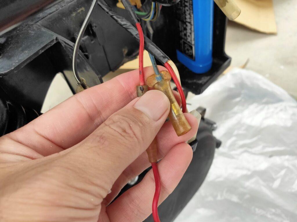 モトコンポのバッテリー配線接続先