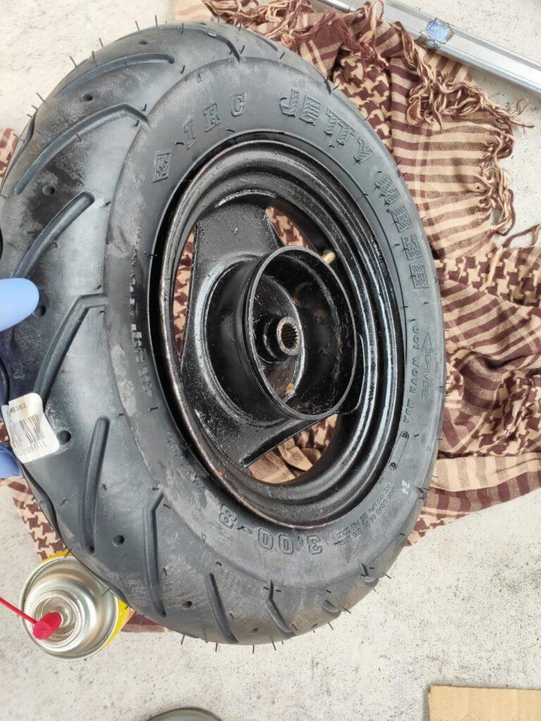 モトコンポのタイヤ組み込み完成