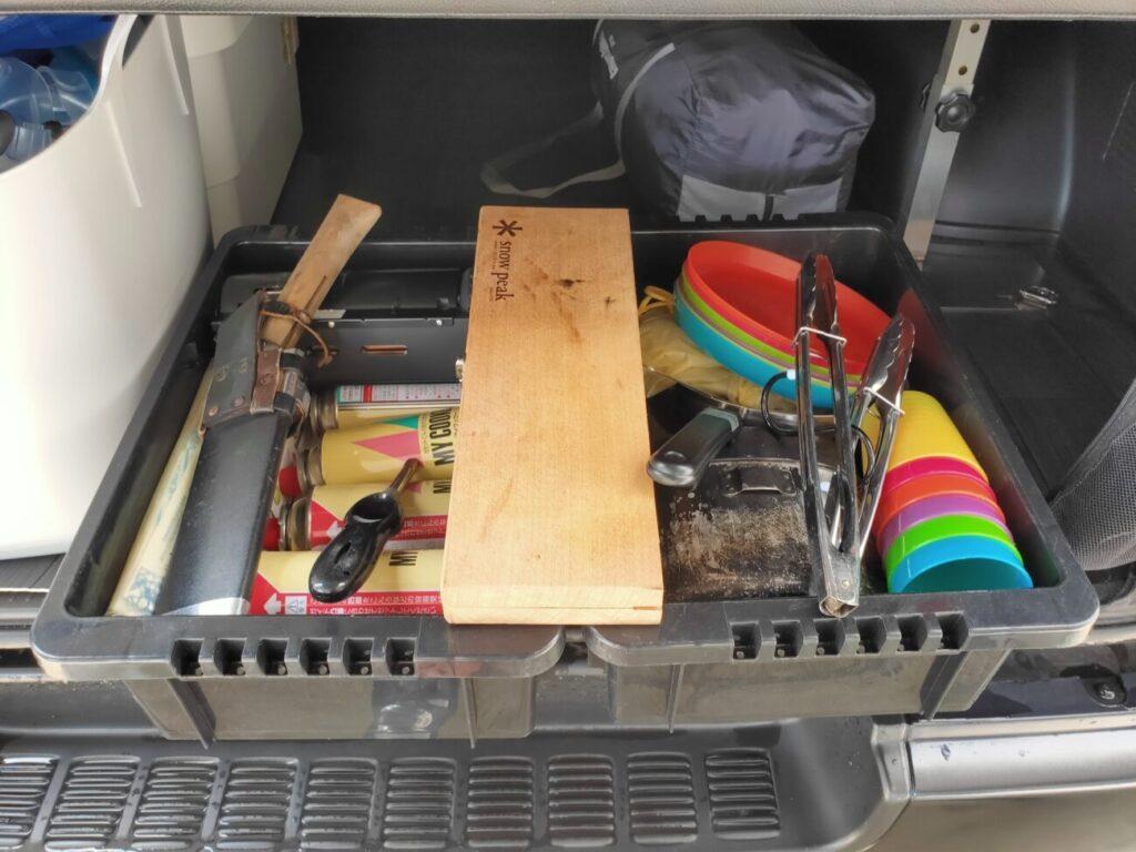 古い収納ローボックスの内容
