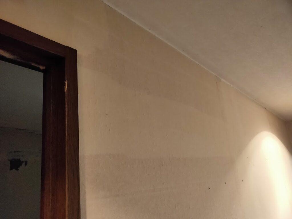 不動産競売部屋の壁紙撤去6